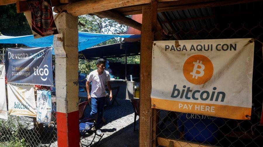Începând de astăzi, în El Salvador, întreprinderile vor fi obligate să accepte Bitcoin. Cum reacționează populația