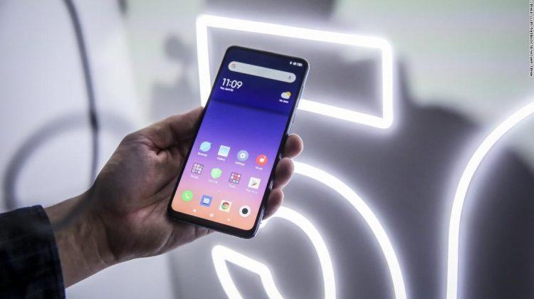 Ministru lituanian: nu cumpărați noi telefoane chinezești, scăpați de cele deja cumpărate cât mai repede posibil