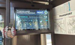 (FOTO) La stațiile de așteptare din Chișinău apar panouri electronice care indică timpul de așteptare al troleibuzului