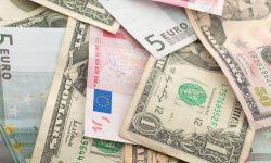 Tranzacţiile cu bani cash, în ascensiune. Topul valutelor preferate de moldoveni