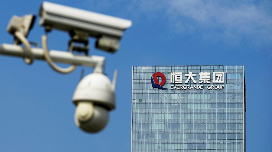 Divizia de maşini electrice a Evergrande anulează listarea pe bursa din Shanghai. Gigantul continuă să se prăbușească