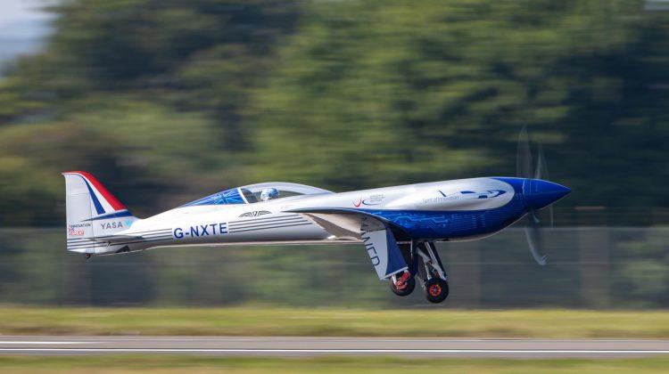 (VIDEO) Un avion electric construit de Rolls-Royce a zburat pentru prima dată