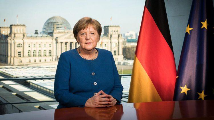 """(FOTO) """"Merkel"""" .. o păpușă de 189 de euro. Creația unei fabrici din orașul Coburg"""