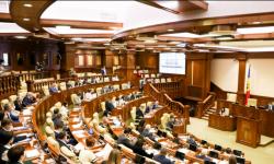 Fotoliile șefilor unor instituții subordonate Parlamentului se clatină. A fost modificată legea ca să poată fi demiși