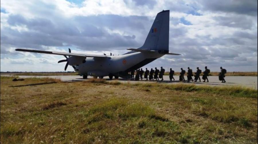 (FOTO) Militari moldoveni se antrenează la Buzău cu parașutiști români într-un exercițiu comun. La ce probe concurează