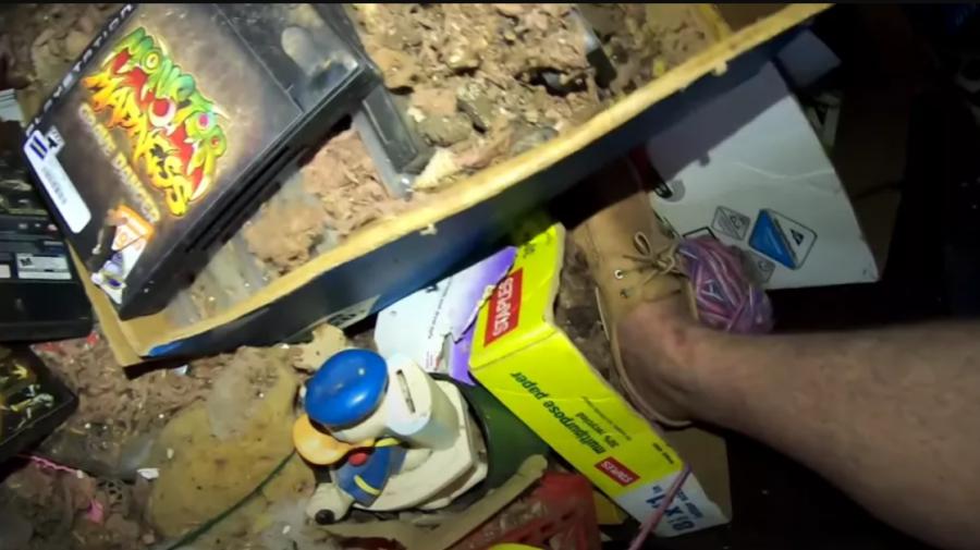 """(VIDEO) """"Comoară"""" de 100.000 de dolari, descoperită într-o cameră abandonată"""