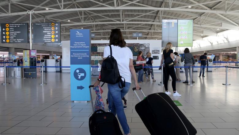 Moldovenii nu mai pot călători fără restricții în UE. Care este cauza?