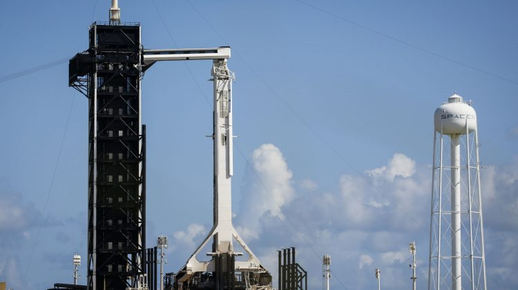 (VIDEO) SpaceX face istorie din nou: Primii astronauți amatori au ajuns pe orbită. Călătoria – achitată de un miliardar