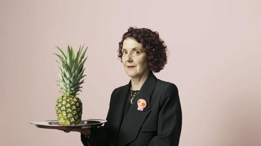 """Un designer de 69 de ani fabrică pantofi și genți """"vegane"""" din frunze de ananas pentru Chanel, Mango și H&M"""