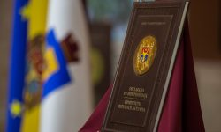 """""""Vot istoric"""". Opoziția și majoritatea parlamentară au votat în lectura a doua modificarea Constituției"""