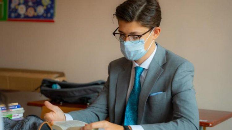 SONDAJ: Tinerii din Moldova consideră că au puține oportunități de angajare acasă