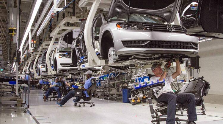 Declin major pentru vânzările auto din Europa: Vehiculele prin combustie, cele mai afectate de criza de cipuri