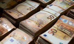 În urmă cu un an, o femeie a găsit un plic cu 10.000 de euro într-o biserică din Austria. Ce veste a primit acum