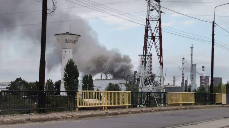 Incendiu la rafinăria de unde cumpără carburanți unul dintre cei mai mari petroliști din Moldova