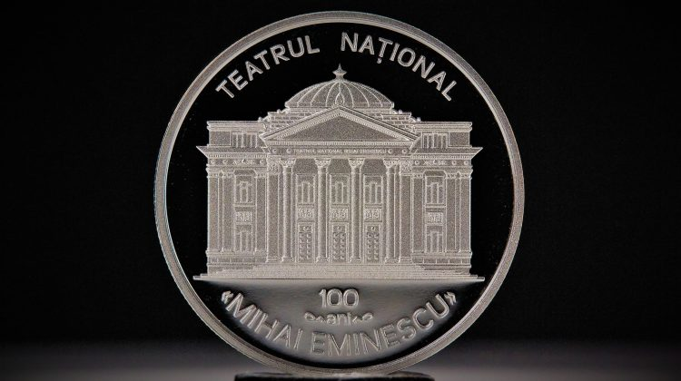 """BNM pune în circulație o monedă dedicată Teatrului Național """"Mihai Eminescu"""". Sunt doar 300 exemplare  (FOTO)"""