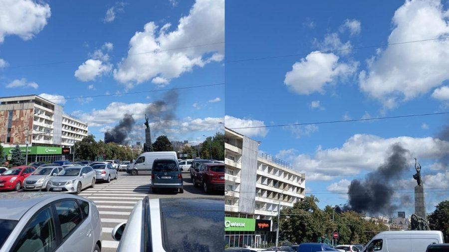 """Capitala, cuprinsă de FUM NEGRU! Incendiu puternic la fabrica de mobilă """"Viitorul"""""""