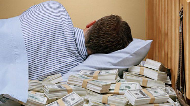 Fac bani în somn! Oamenii care fac mii de dolari pe Youtube din live-uri în care dorm