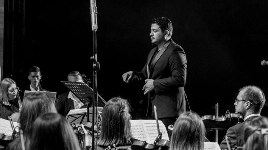 """FOTO Champions of Change I Andriano Marian, """"ambasadorul"""" muzicii clasice de la noi și marele său vis"""
