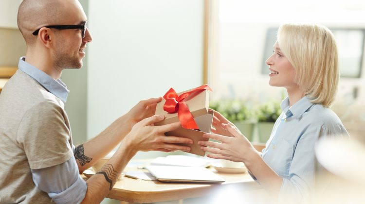 (FOTO) Cadouri corporate (business) pentru Crăciun. Alege cadoul perfect pentru angajații din compania ta