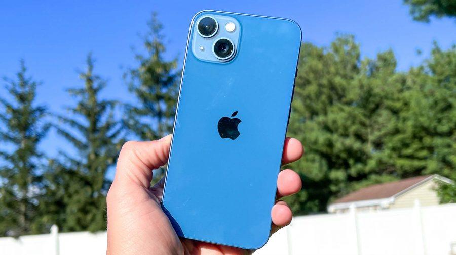 Apple ar putea reduce producția altor modele iPhone în favoarea iPhone 13. Ce telefoane vom găsi mai greu în magazin