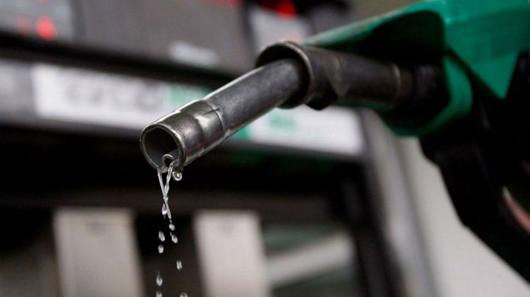 Prețul benzinei, la maximul istoric. Câți litri poate cumpăra un șofer din salariul mediu